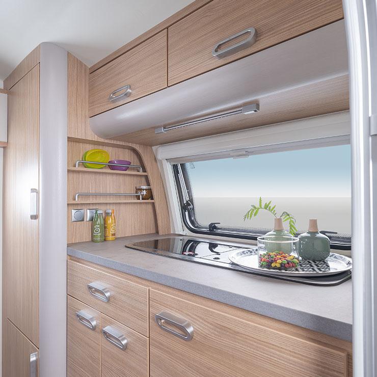 t b 320 perfekter wohnwagen f r zwei personen. Black Bedroom Furniture Sets. Home Design Ideas