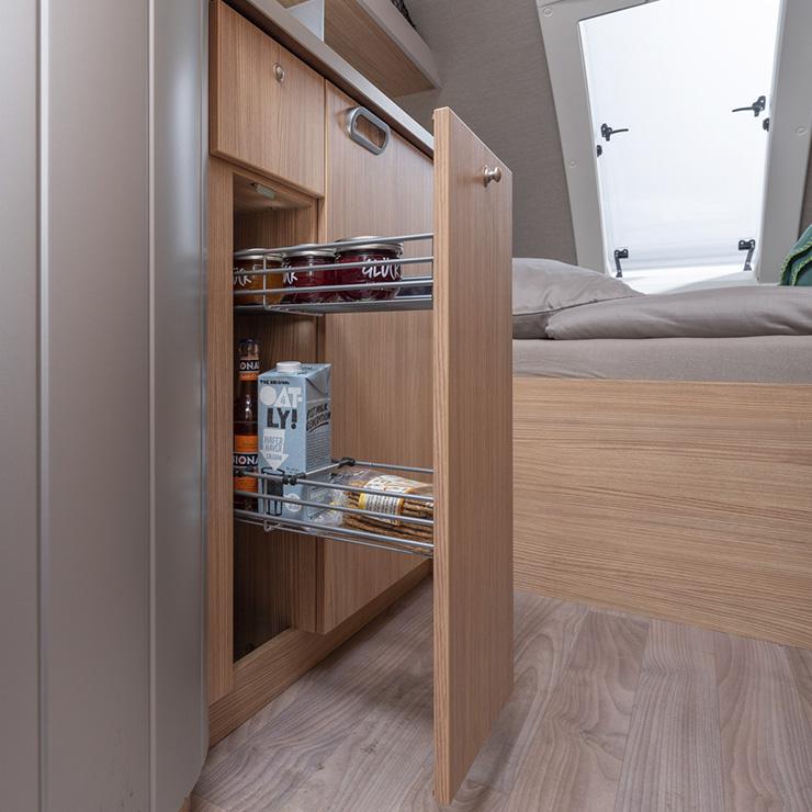 t b 400 perfekter wohnwagen f r drei personen mit bad. Black Bedroom Furniture Sets. Home Design Ideas